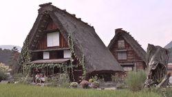 Heritage of Shirakawa-go Gassho houses and pond-7